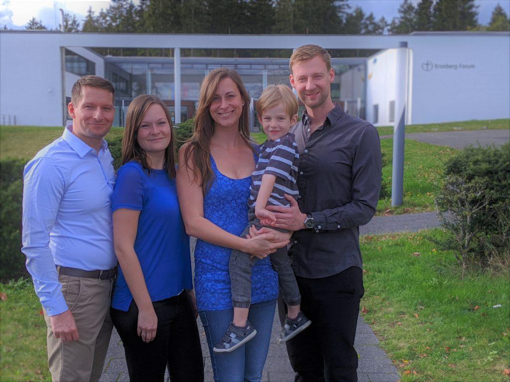 Unser Team: Sven & Svenja Greisert und Sandra & Stephan Mattner mit Elias